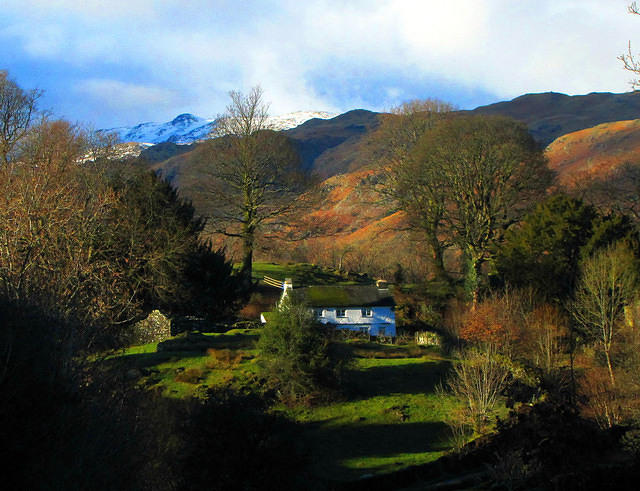 2011 01 11 Loughrigg Tarn - cottage and Sergeant Man