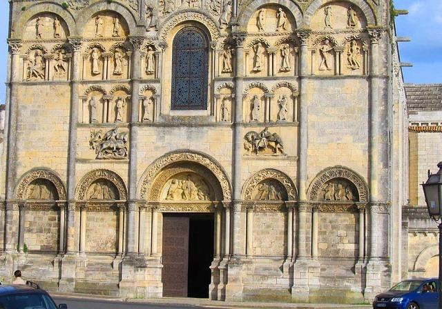 2014 04 01 Angouleme Cathedral Medieval facade lower