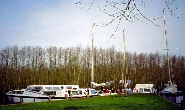 1998  Gay's Staithe - the fleet.JPG