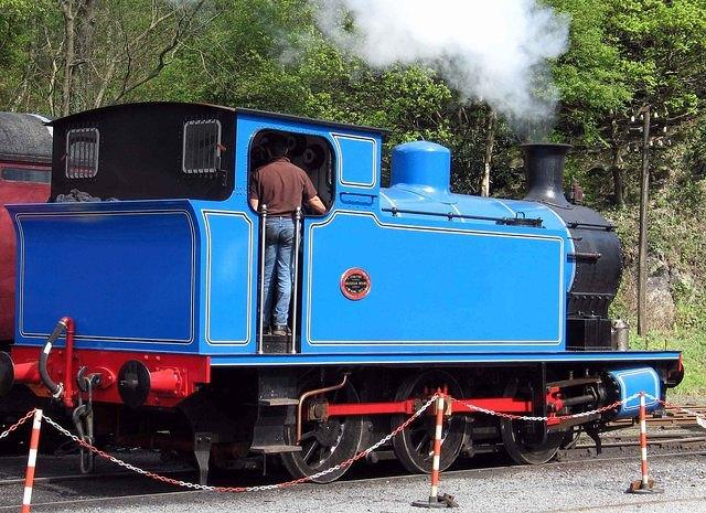 2007 04  Lakeside & Haverthwaite  Andrew Barclay 1245  the new blue loco.jpg