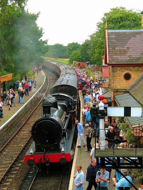 Severn Valley  Arley arrival - busy day.jpg