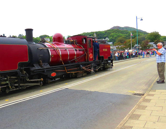 2014 09 03 Porthmadog WHR 138 running along the road