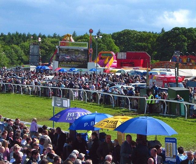 Cartmel races  The crowd.jpg