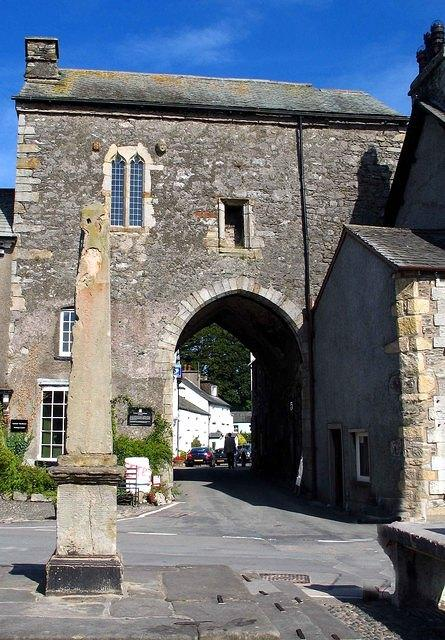 Cartmel gatehouse.jpg