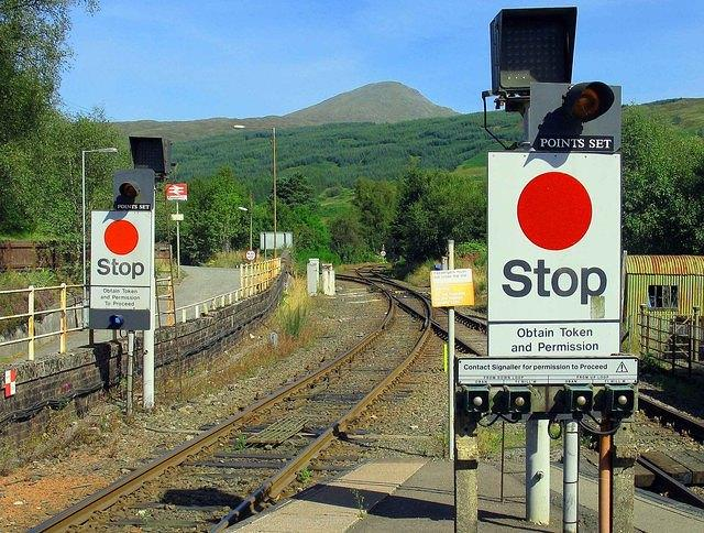 07 08 22  Crianlarich Station  one way traffic: left for Oban right for Fort William.  Click on picture for full size!! Read the