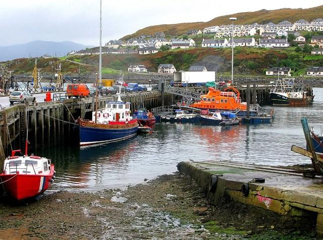 08 10 01  Mallaig  fish harbour