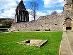 2013 04 20 Llangollen Valle Crucis Abbey cloister well