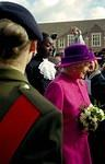 2003/10  5 That's the Queen!